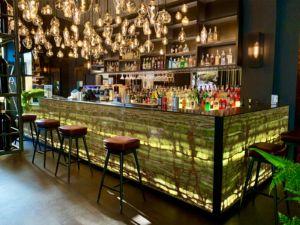 Cantarelli Marmi Arredo Casa - Un bancone da bar in onice